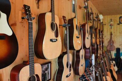 Auf dem Bild sieht man ein Gitarre