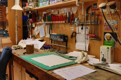 Auf dem Bild sieht man die Werkstatt von Guitar-Repairs