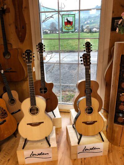 Sie sehe vier Gitarren aus Ireland